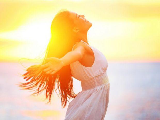 Сонце більш сильно впливає на людину, особливо якщо у неї чутлива шкіра. Виявляється, близько 20% людей стикаються з алергією на сонце або фотодермати