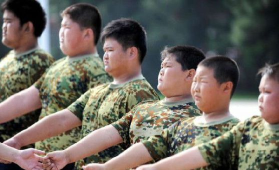 Проблема ожиріння актуальна не перший рік, особливо серед молоді та дітей. Китай відгукнувся на цю проблему: табір приймає 55 підлітків віком 6-15 рок