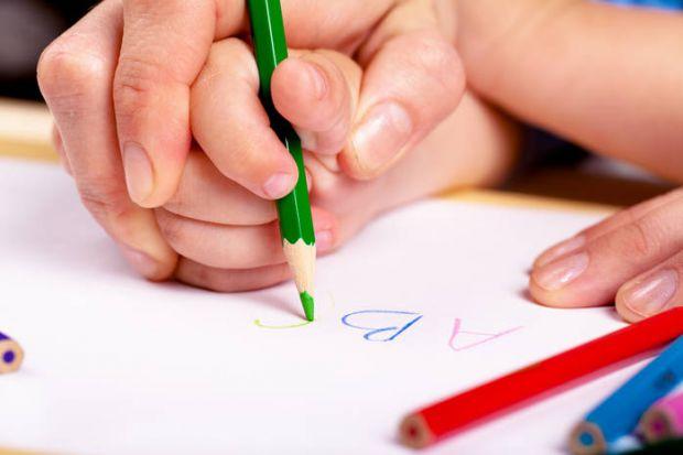 Як підготувати дитячу руку до письма: готуємося до школи в ранньому дитинствіЯкщо ви думаєте, що підготовка дитячої руки до навику письма починається