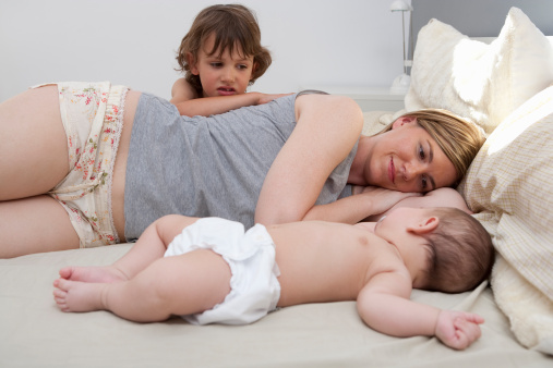 Як би не намагались самотні мама (тато) виховувати своє дитя, нічим його не обмежуючи, тимпаче, любов'ю, дитині все одно бракуватиме повноцінної сім'ї