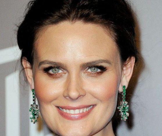 Чи можна іноді на ніч не змивати з обличчя косметику? Журналіст видання «Daily Mail» провела експеримент, залишаючи свій макіяж на обличчі на ніч про