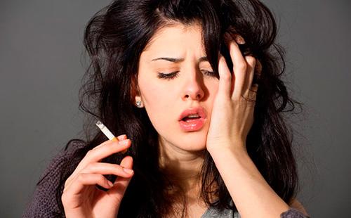 Маючи однаковий з чоловіком стаж куріння, жінка старіє набагато помітніше. Вона більш схильна до захворювань, викликаним поганою звичкою. Разом з тим,