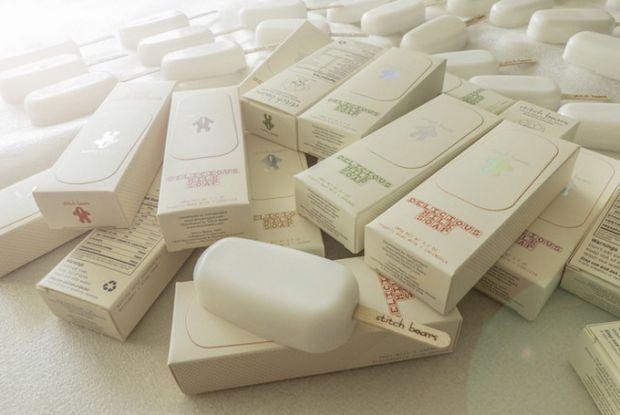 Агентство Ahhaproject креативно спроектувало оригінальне мило у вигляді ескімо на паличці. Це мило створено з органічного козячого молока, масла авока