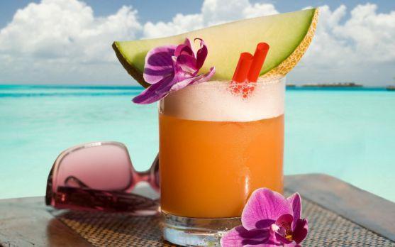 Літні освіжаючі напої для малюка відмінно втамовують спрагу - вибираємо кращі і готуємо їх разом.
