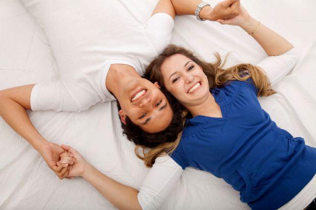 Сім'я є безплідною, коли жінка не може завагітніти протягом 12 місяців, живучи при цьому з чоловіком регулярним статевим життям. Тому 10-20% всіх пар