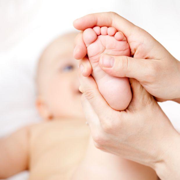 Підкажемо, як правильно робити масаж для немовля. Застосовуйте ніжність і ласку.