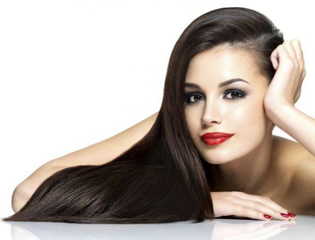 Відомо, що в межах норми людина щодня втрачає 60-100 волосків, а блондинки - ще більше. Та як бути, коли волосся