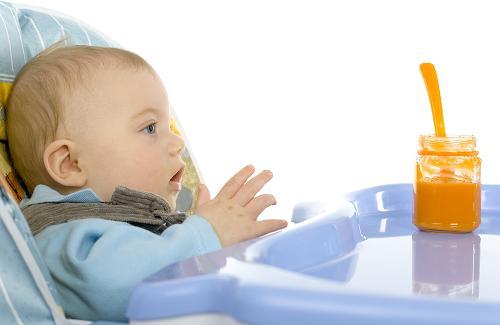 Медики застерігають батьків від поспішних прикормів для свого малюка, адже шлунку потрібно звикнути до різноманіття їжі.Діткам до року не можна ковбас