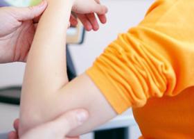 Хвороба Дюшенна діагностується у приблизно 1 з 3500 - 4000 хлопчиків і характеризується прогресуючою м'язовою дистрофією, яка проявляється в ранньому