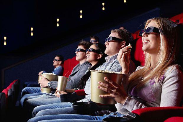 Так, фильмы можно смотреть в кинотеатрах, но согласитесь, что дома, в романтической обстановке, вместе с любимым человеком можно уютно устроиться, уку