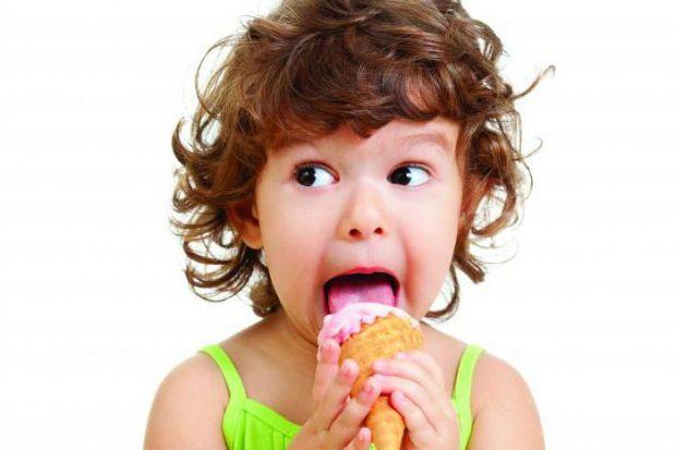 З якого віку частувати малюка солодким - читайте далі.