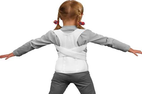 Важливо сформувати правильну поставу у дитини вже в дитячому віці. Починаючи з моменту, коли малюк вчиться тримати голівку  батькам слід освоїти основ