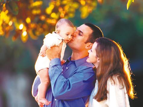 Молодих батьків часто турбують питання на зразок: як чинити в тих чи інших ситуаціях, як реагувати на поведінкудитини, як себе вести в її присутності,