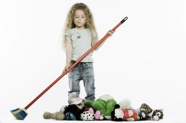 Розкидати іграшки люблять усі діти - це їхнє хобі, а також - захоплива гра. А ось прибирати їх подобається далеко не кожній дитині. Саме тому сьогодні