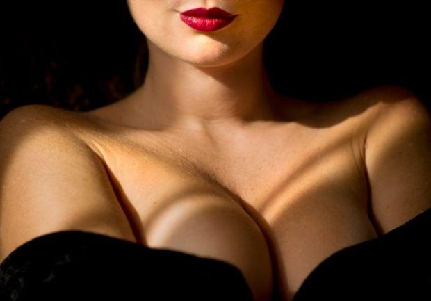Після пологів дуже важливо правильно доглядати за грудьми, щоб їх форма не втратила своєї привабливості.Як це правильно робити - дивіться у нашому від