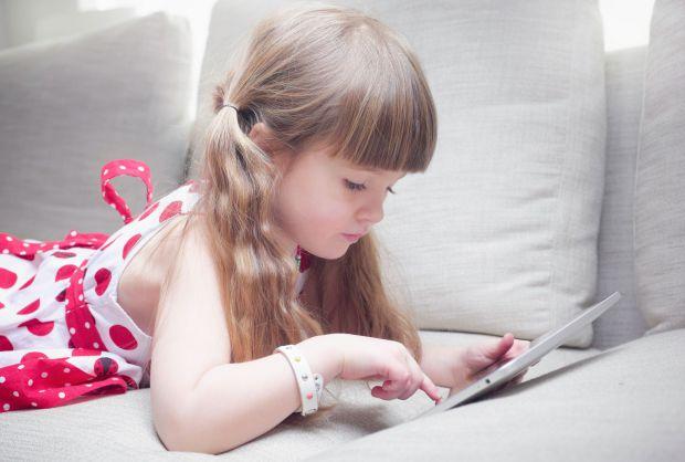 Виявляється в багатьох пристроях типу планшетів, мобільних телефонів, ноутбуків і IPad-ів міститься такий метал, як нікель. Саме він і сприяє появі ал