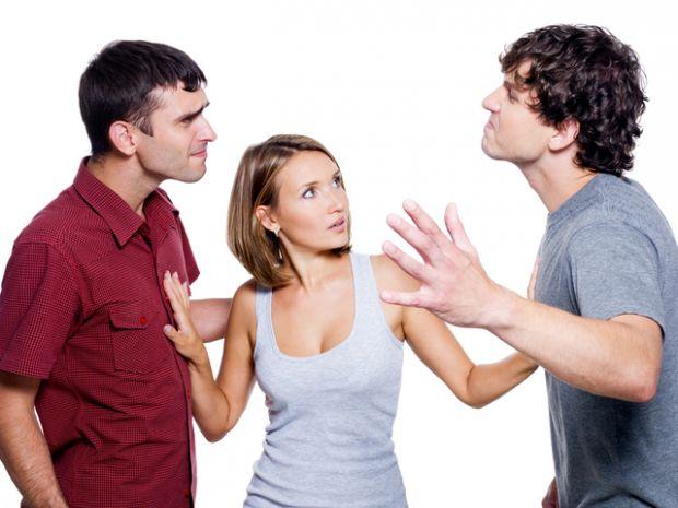 Чоловік давно дивиться на тебе, як на добропорядну домогосподарку, якою ти і являєшся вже кілька років. Інші чоловіки не проявляють інтерес, відчуваюч