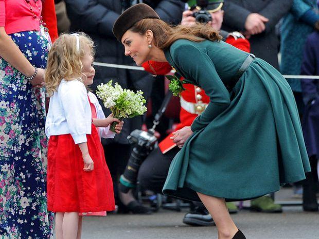 Про те, що герцогиня Кембриджська вдруге вагітна говорять всі, кому не лінь. Наразі жодних офіційних заяв не було ні від Кейт, ні від її чоловіка. Одн