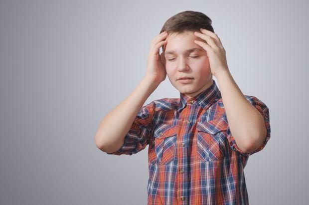 Багато хто думає, що головний біль — це атрибут солідного віку. Однак останнім часом від нього дедалі частіше страждають діти, особливо в підлітковому
