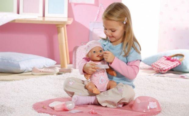 По утверждению психологов, куклы и пупсы для девочки  несут в себе не только развивающую и развлекательную функцию, но и оказывают значительное влияни