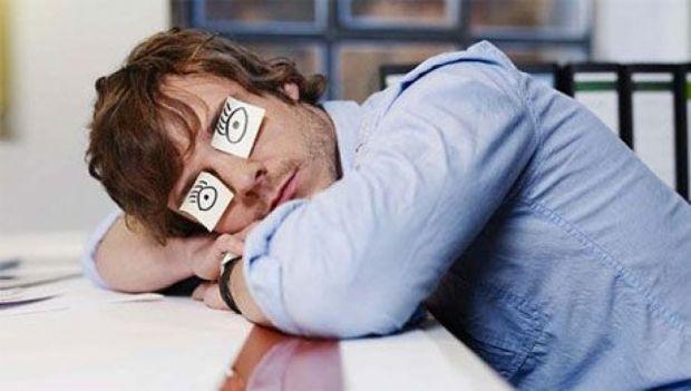 Фахівці з'ясували, чому офісні співробітники так хочуть спати.