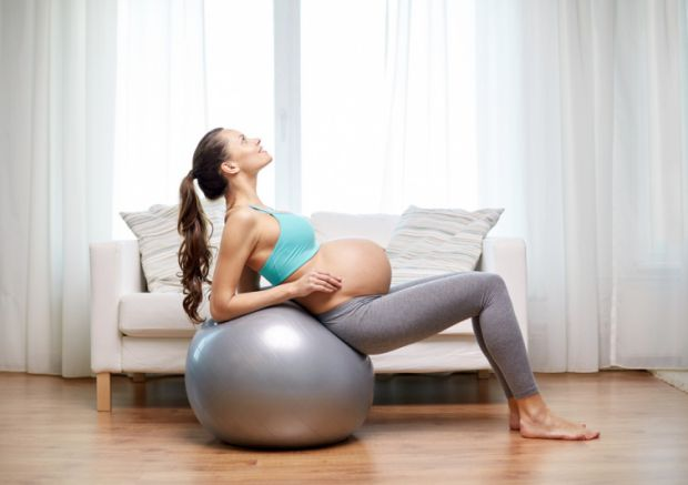 Фізичні нагрузки будуть корисними для малюка і мами!