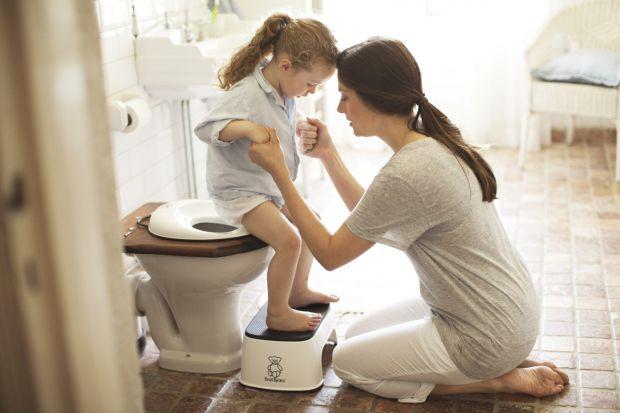 Багато батьків помилково вважають, що цистит - це доросле захворювання, що вражає в першу чергу жінок. Це зовсім не так! Цистит не вибирає своїх жертв