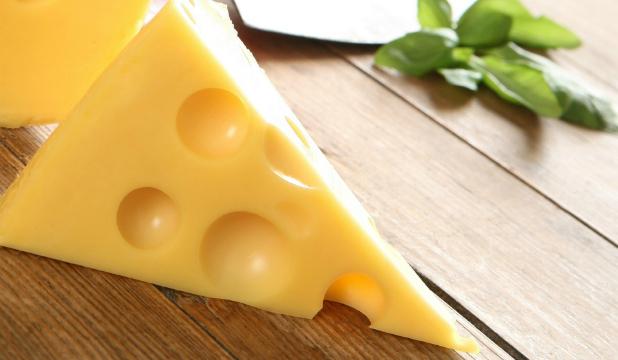 Улюблений багатьма молочний продукт, сир, уповільнює процес старіння імунної системи через вміст у ньому пробіотиків. До такого висновку прийшли фінсь