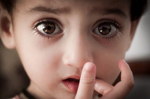 Науковці з Медичного центру дитячої лікарні Цинциннаті розповіли, що світлова терапія здатна допомогти недоношеним дітям, очі яких все ще розвиваються
