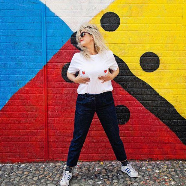 Британська блогер Анна Уайтхаус прикинулася вагітною, щоб перевірити, скільки людей поступляться їй місцем в громадському транспорті.