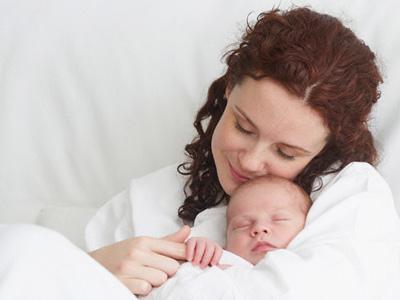 Вагітна жінка завжди хвилюється про свій стан, намагається з перших днів захистити дитину.