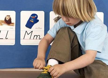 Щоб дитина засвоїла, як правильно й швидко зав'язувати шнурки, то варто дотримуватись простих рекомендацій.