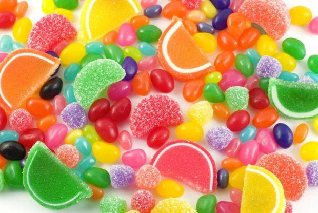 У новорічні та різдвяні свята діти їдять набагато більше цукерок, ніж в звичайні дні. І батьки їм це, частіше за все, дозволяють. Але чи це корисно?