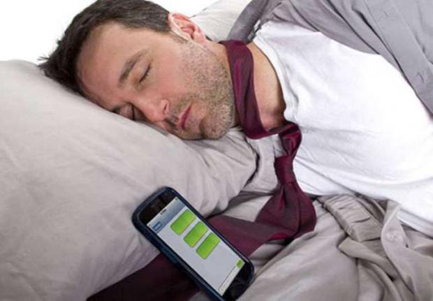 На думку вчених, часте використання мобільного телефону може призвести до втрати уваги, проблемам з психікою і репродуктивним здоров'ям і навіть до он
