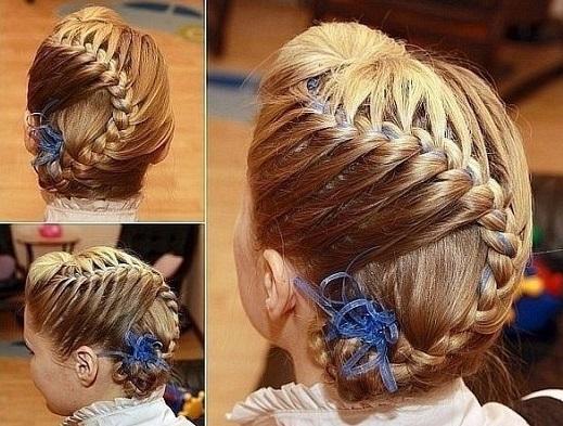 Кожна матуся хоче, щоб її донька виглядала гарно, але не кожна мама вміє робити зачіски. В матеріалі представимо декілька простих варіантів плетення к