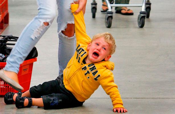 Коли ви йдете з дитиною у магазин, а якщо це, ще й магазин з іграшками - то істерики не уникнути. Тому що малюк захоче, щоб ви йому придбали  той чи і
