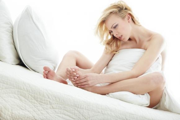 Причин появи мозолів від взуття може бути кілька – і незручна колодка, і занадто ніжна шкіра, і підвищена пітливість ніг.