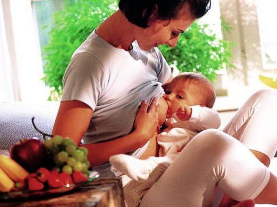 Більшість годуючих матусь намагаються дотримуватися дієти і віддають перевагу продуктам з низьким ступенем алергенності. Однак не варто забувати, що