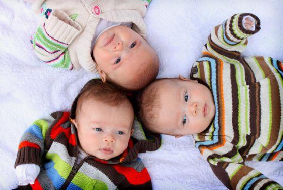 Виявляється, найдовші пологи у світі тривали 75 днів, а жінка була вагітна трійнею.