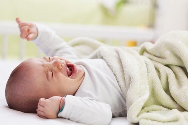 Після того, як ваша дитина вкладеться у своєму ліжечку на ніч, ви можете (нарешті) піти спати - доки вона не почала плакати!