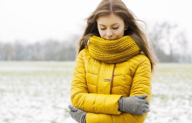 Дерматологи знайшли нову причину виникнення прищів – зимові шарфи. Все тому, що цей елемент одягу необхідно прати, як і інші речі.