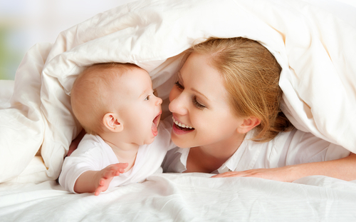 Якщо ви хочете, щоб малюк швидше заговорив, а його мова з пелюшок була правильною і красивою, намагайтеся відразу починати з ним правильно спілкуватис