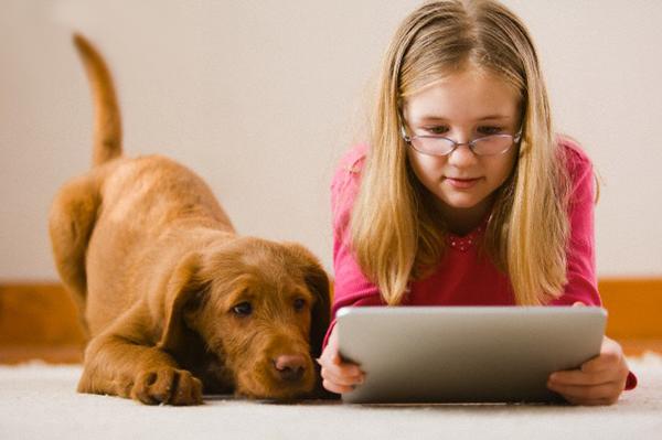 Все більше дітей не можуть виконувати навіть прості завдання через те, що занадто багато використовують планшети, - переконані науковці.