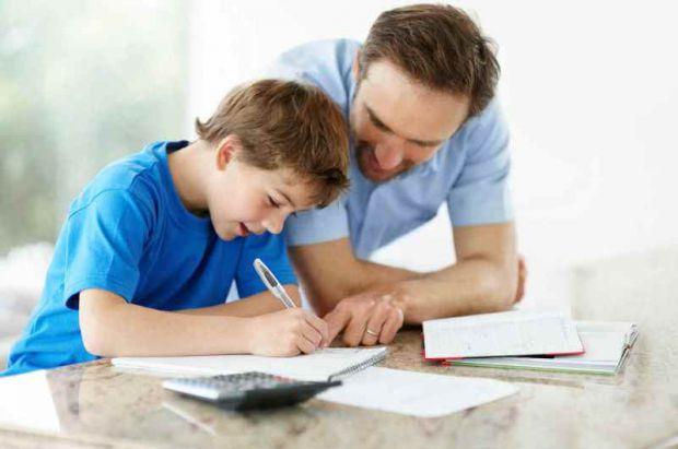 Дитину, у якої спостерігаються проблеми з листом, називають дисграфом. Чому це відбувається і чи можна навчити такого школяра писати правильно, читай