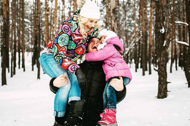 Відома українська телеведуча поділилась сімейними світлинами (ФОТО)