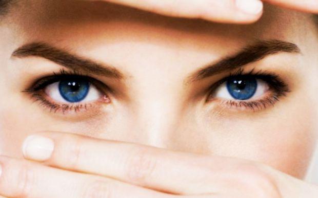 Після багатогодинної роботи за комп'ютером чи важких погодніх умов ваші очі втомлені? Як їх врятувати?