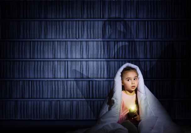 Малюк боїться темряви чи бабайка?