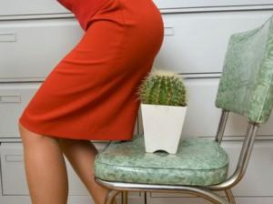 Що робити з такою неприємною проблемою під час вагітності та після пологів?Лікарі попереджають, що причиною виникнення цього захворювання служить силь