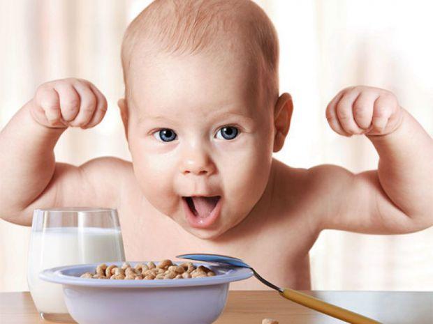 Не рідко мама, збираючи дитину в садок чи до школи, робить їй тости, смажені яйця або взагалі не дає сніданку, мовляв, чадо не любить снідати. Давайте