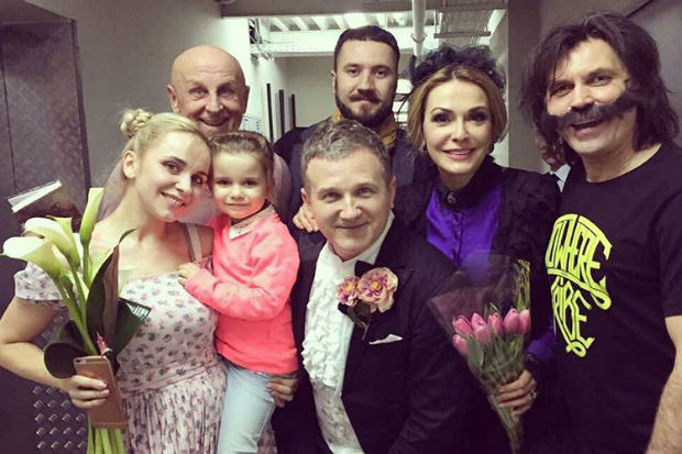 Разом із Ольгою Сумською та Юрієм Горбуновим, зірка працювала у цей день.